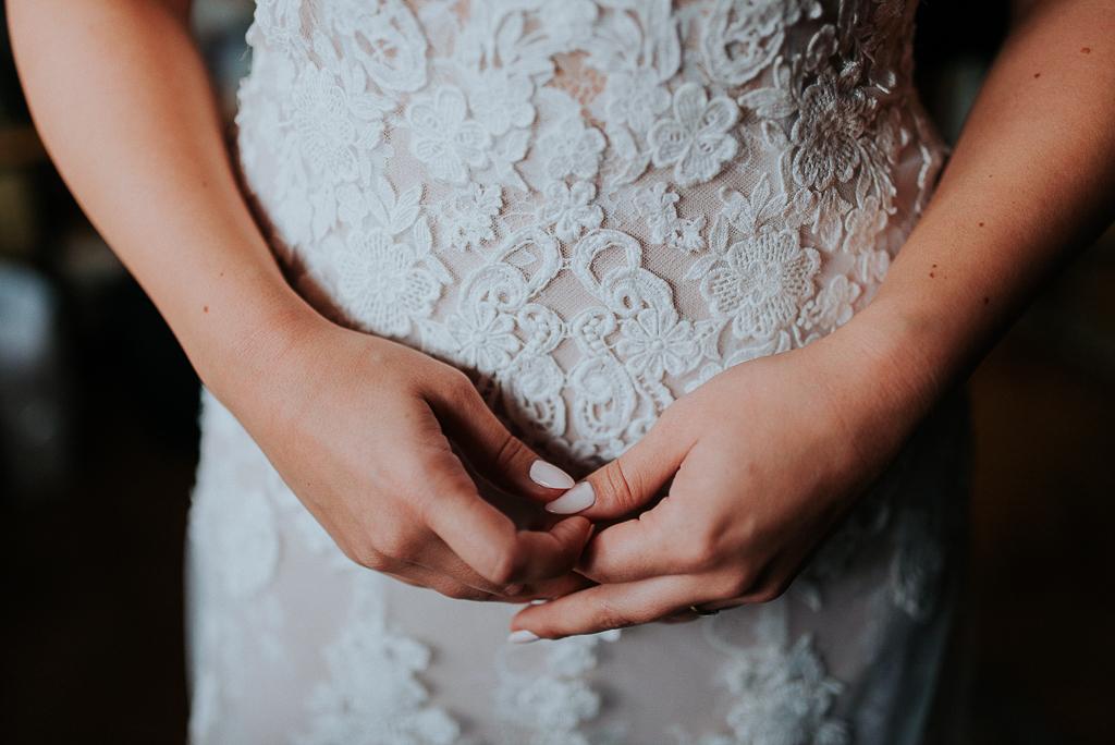 koronkowa suknia ślubna, wesele w folwarku