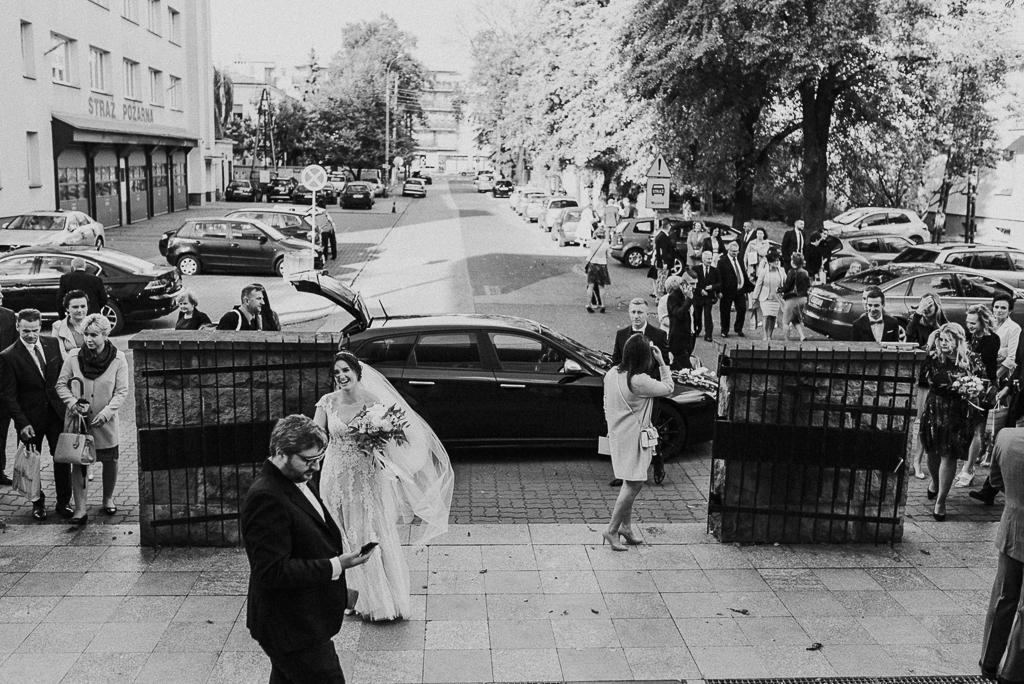 slub w warszawie, wesele w folwarku u różyca, rustykalny slub, piotr czyżewski fotografia, auto do ślubu warszawa
