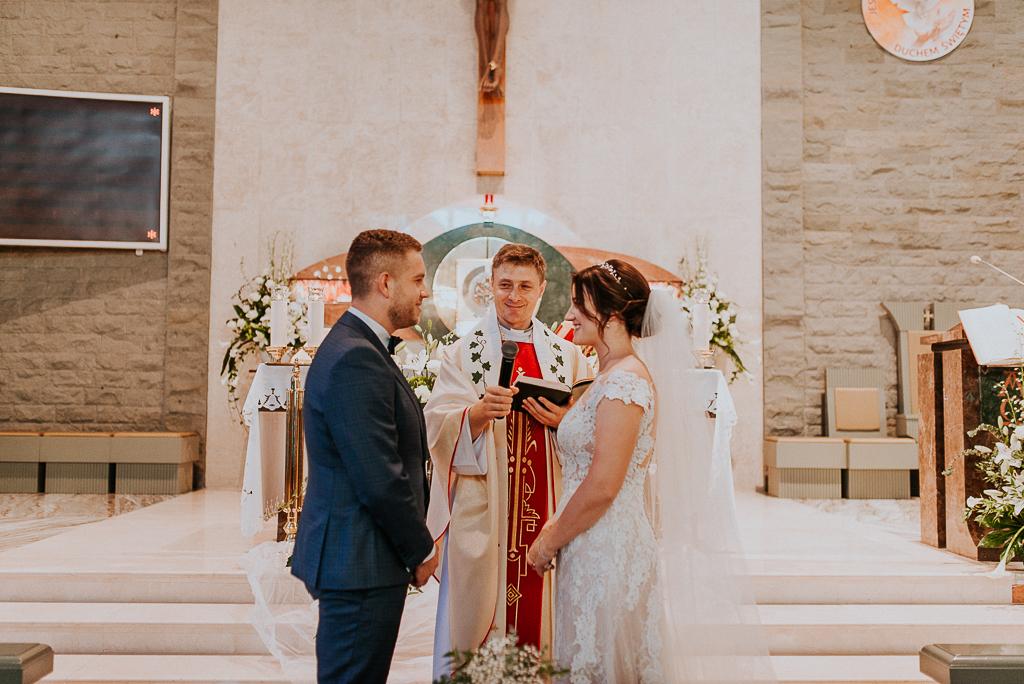 slub w warszawie, wesele w folwarku u różyca, rustykalny slub, piotr czyżewski fotografia