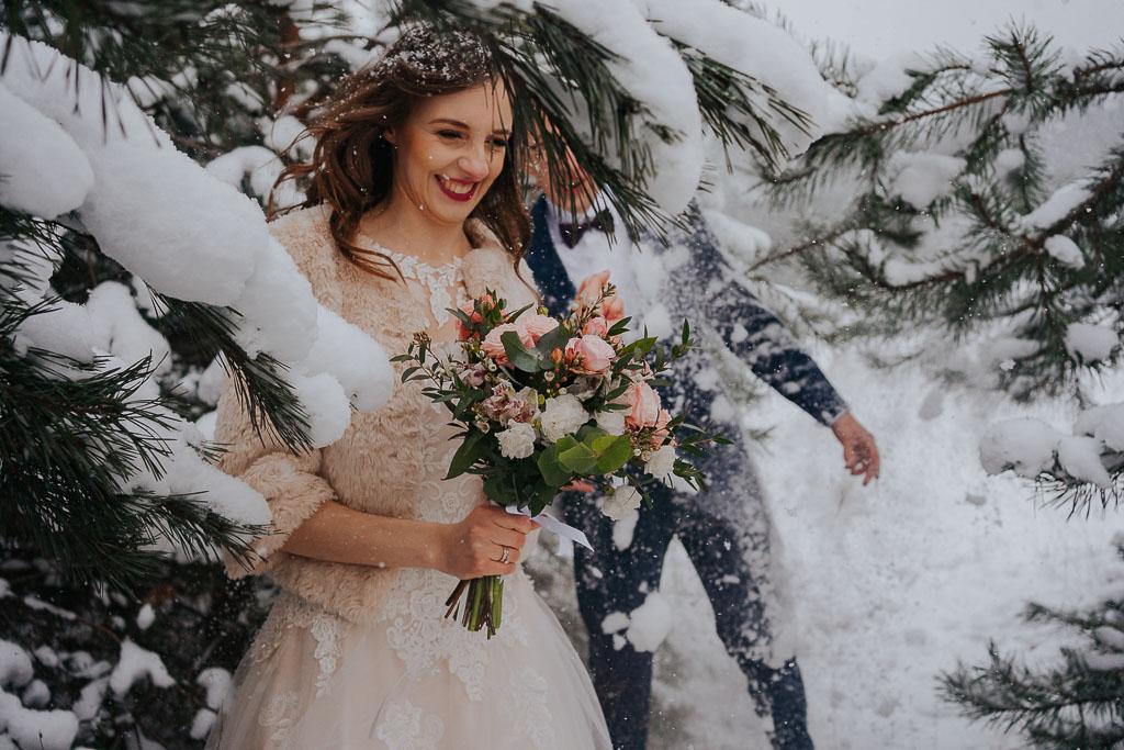 zimowa sesja poślubna Piotr czyzerwski fotografia